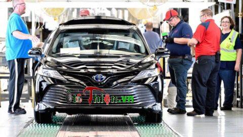 Toyota Camry mẫu mới 2018 bắt đầu sản xuất thương mại.