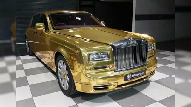 Xe siêu sang Rolls-Royce Phantom mạ vàng chạy taxi