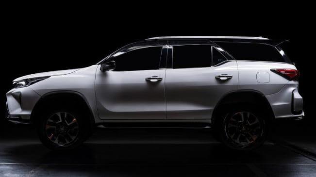 Toyota Fortuner 2021 tại Malaysia  có giá từ 42.900 USD (khoảng 992 triệu đồng).